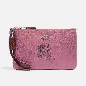 NWT Boxed Minnie Mouse Small Wristlet With Motif